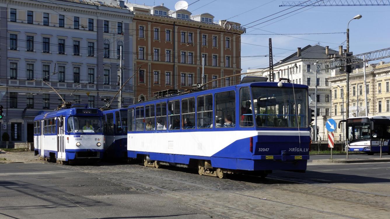 Riga : Tramway  Tatra N° 32047_construction Tatra modèle T6B5SU_177625 - 1988