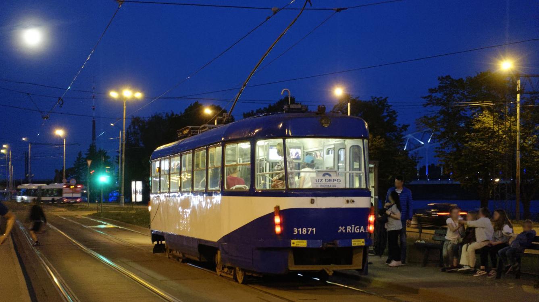 Riga : Tramway  CKD Tatra type T2SU N° 31871 de 1979  Grecinieku Iela