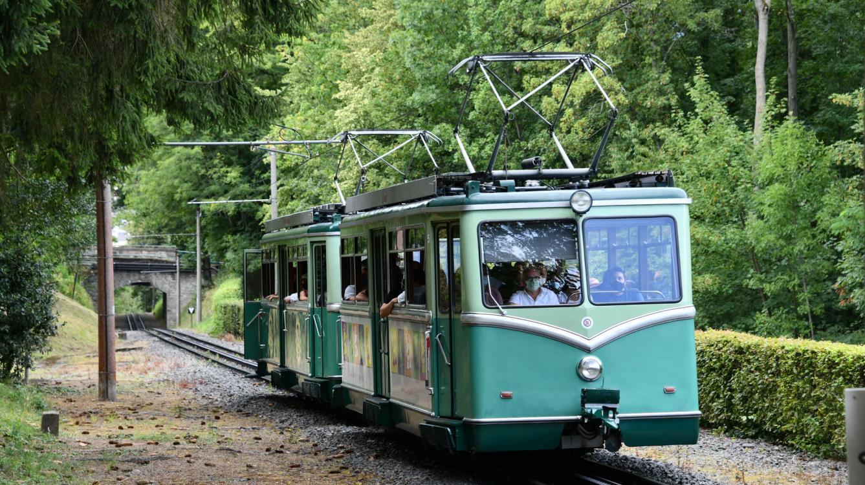 Les rames 5et 4 arrivent à la gare de croisement de Schloss Drachenburg