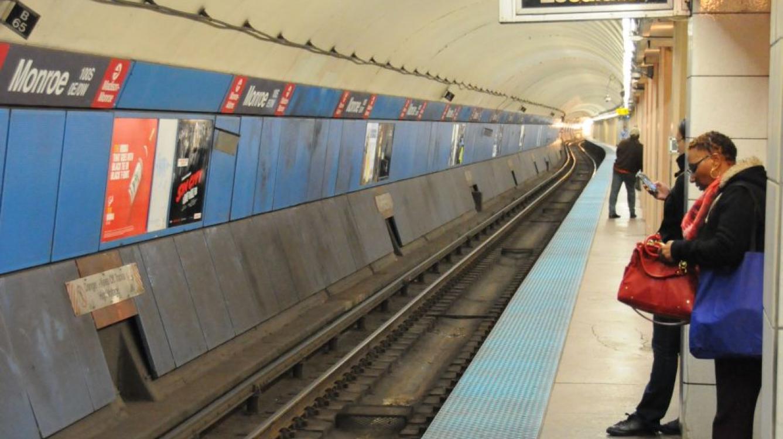 3 stations du metro des lignes rouge et bleue sont reliées entre-elles parun quai ininterrompu : pourquoi ? tout simplement parce que cela a été concu comme un abri antiaérien (on reste perplexe sur le temps d'evacuation des gratte-ciels vers ces abris !)