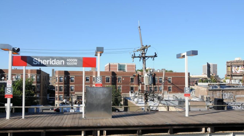 """Signalétique à la sation """"Sheridan"""": on remarquera le transformateur typique du réseau public !  (4000N 1000W sont des identifications typiques du quadrillage de Chicago)"""