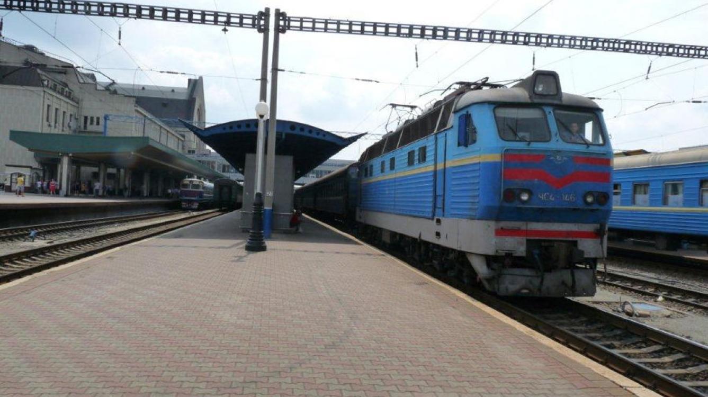Kiev: la gare centrale un train de voyageurs