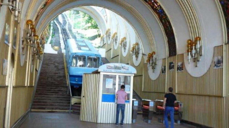 Kiev: Le funiculaire station inférieure