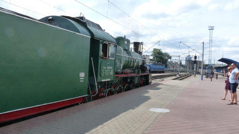 Kiev: la gare centrale un train vapeur historique